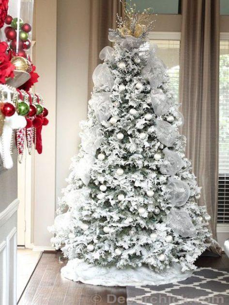 brad decorat cu alb