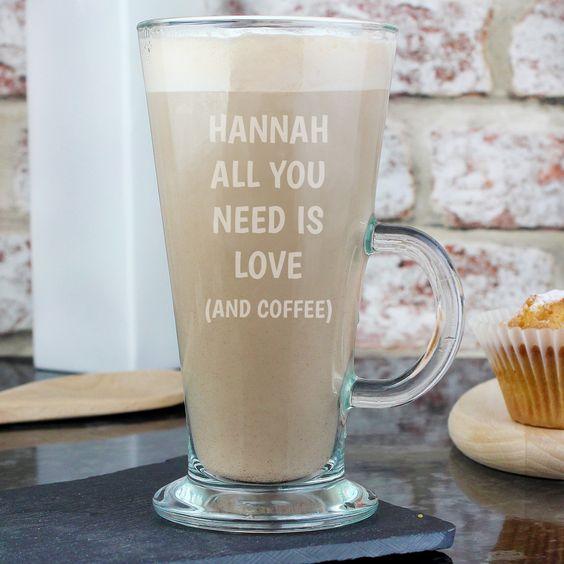pahar de cafea cu text