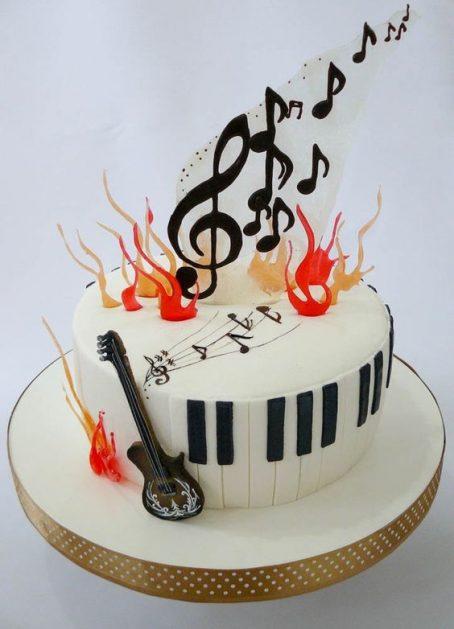 petrecre-copii-tema-muzicala; tort-cu-note-muzicale